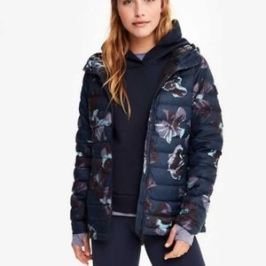 NWT Lolë packable puffer